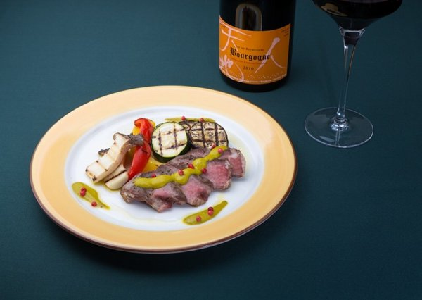 赤ワインとフランス料理