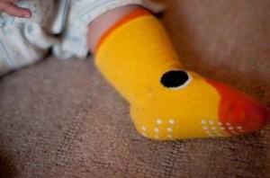 赤ちゃん用の黄色い靴下