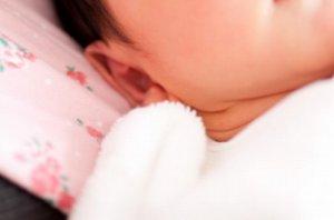 乳児の健康な頬