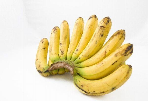 黒ずんだバナナの房