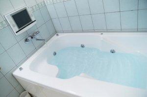 浴室のバスタブ