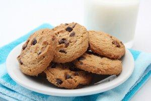 チョコチップクッキーと牛乳