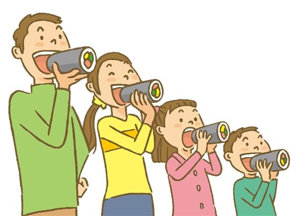 恵方巻を食べる家族
