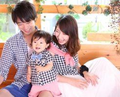 若い夫婦と幼児