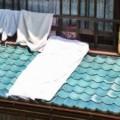 屋根に干した布団