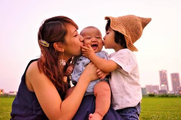 赤ちゃんとお姉ちゃんとお母さん