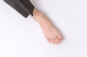 男性の右の素足
