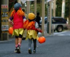 ハロウィンの仮装をした子供