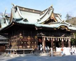 初詣客で賑わう神社