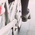 自転車をこぐ足