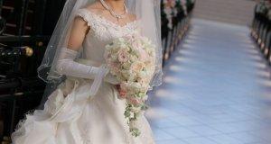純白のウェディングドレス姿