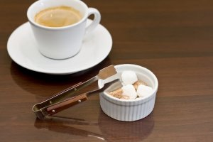 コーヒーと角砂糖