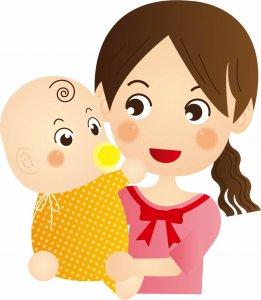 赤ちゃんを肩にかついだ母親