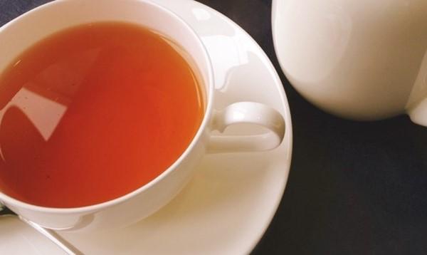 ティーカップの紅茶