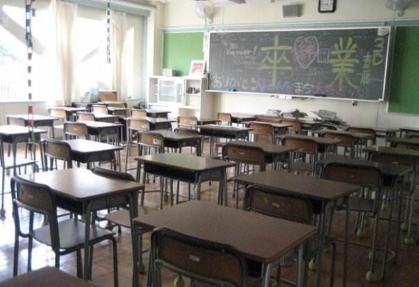 卒業式の後の教室