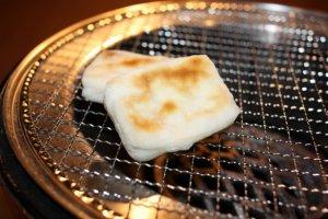 炭火で焼くお餅