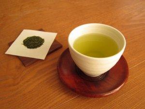 湯のみに入れた緑茶
