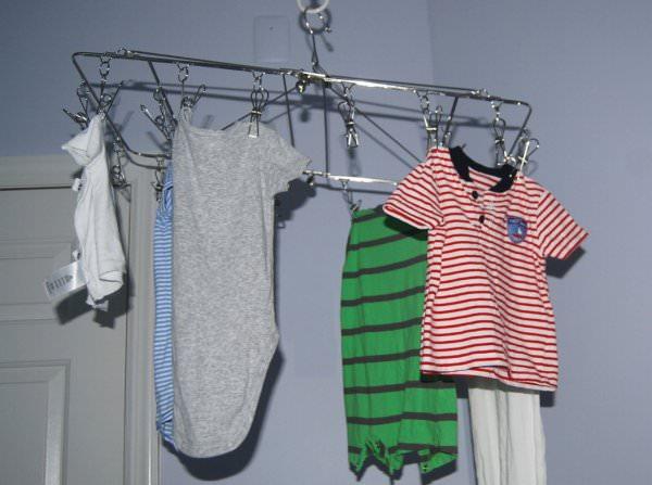 室内に干した洗濯物