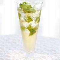 コップ一杯の梅ジュース